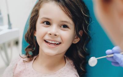 odontopediatra niños caries dientes de leche